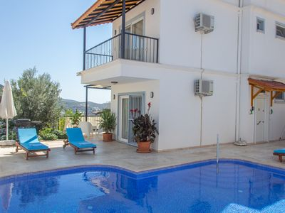 Photo for Great central location, good sized private pool, fabulous roof terrace views