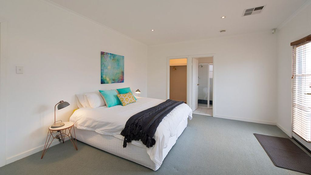 The Mews- Great Location near all the restaurants