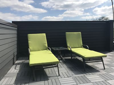rooftop patio lounge chairs