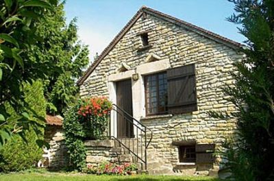 Photo for Romantic cottage in Burgundy close to Chablis