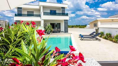 Photo for Lovely villa with pool & near the sea in Sibenik