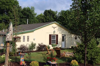 Welcme to River Rd. guest house! Situated on 13 private acre horse farm.