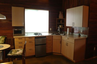 Fully functional kitchenette, with all the tools to make a nice meal.