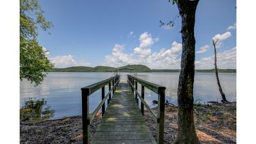 Kentucky Lake - Waterfront Home - Private Dock and Boat Ramp - Sleeps up to 14