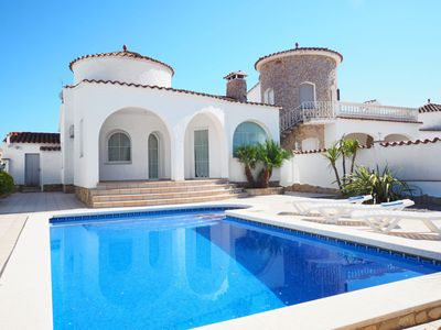 Photo for This 3-bedroom villa for up to 6 guests is located in Empuriabrava and has a private swimming pool..