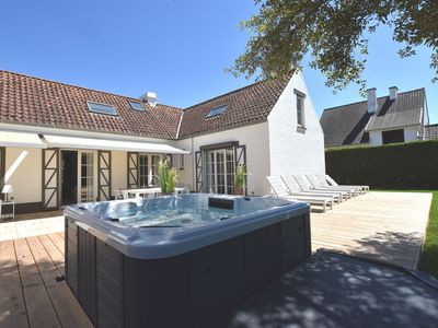 Photo for Beautiful, luxurious detached villa with completely enclosed garden and jacuzzi