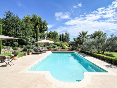 Photo for Property overlooking the Montmajour Abbey, 5 bedrooms, heated pool