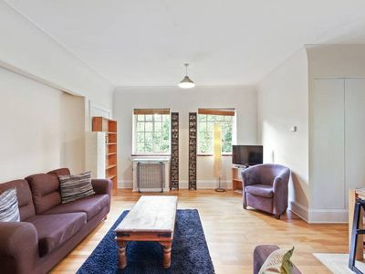 Photo for Spacious 1 Bed in Streatham
