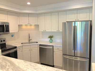 Stainless & Quartz kitchen. Loaded with full size appliances