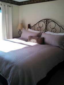 Photo for Romantic condo King size bed,Jacuzzi tub walk to town
