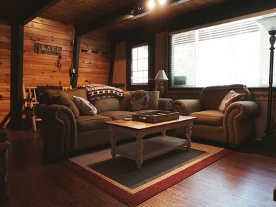 Charming Cabin, IDEAL Location! (Netflix, Jacuzzi, Fireplace)