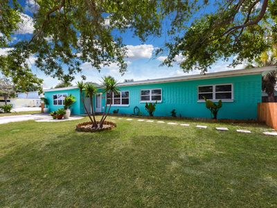 Photo for Beautifully Renovated 4Bd/2Ba House with 2 Kitchens, short walk to the beach