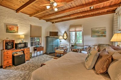 Make the most of your Louisiana getaway at this 1-bed, 1-bath vacation rental!