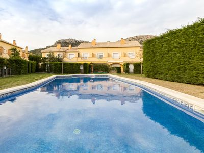 Photo for Comfortable house with shared swimming pool and parking