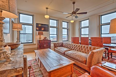 Fall in love with the elegance of Knoxville from the comfort of this apartment.