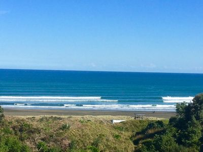 Unobstructed views to South Piha surf bar & beach