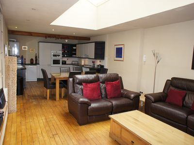 Photo for Large Living Space, 3 En-suite Bedrooms, Patio Garden With Views, 3 Car Parking