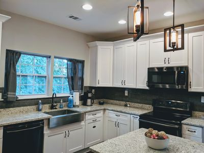 1800 sqft cottage comfortably sleeps 8! Only 1 mile to Mercedes Benz Stadium!
