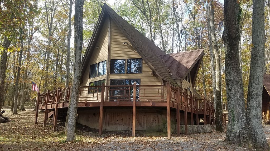 Large cabin w beautiful view sleeps 8 12 near nashville for Cabins to stay in nashville tn