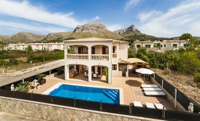Photo for Quiet villa with pool and sea views