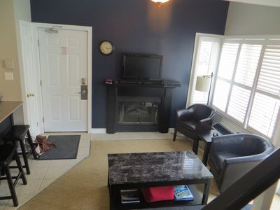 Living room area with flat screen tv and free Rogers cable.