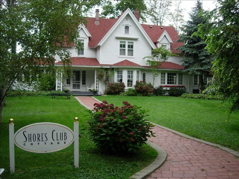 Lake michigan shores club cottage homeaway for 10 bedroom vacation rentals in michigan