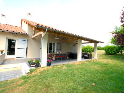 Photo for Charming villa with large secluded garden and heated private pool