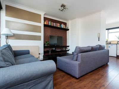 Photo for Flat in fantastic location, only 10 mins to central London (Veeve)
