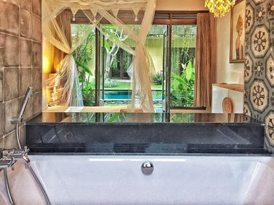 Private Suite with Amazing Bath Tub!