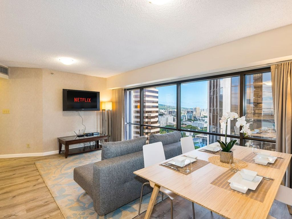 34th Floor Play Electric Downtown (FREE Parking) One Bedroom ...