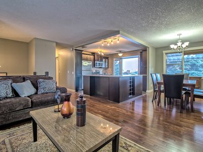 Photo for AIR-CONDITIONED,TASTEFULLY RENOV, 5 BR, 2BTHS, MINS TO D/T, AIRPT SLEEPS 10