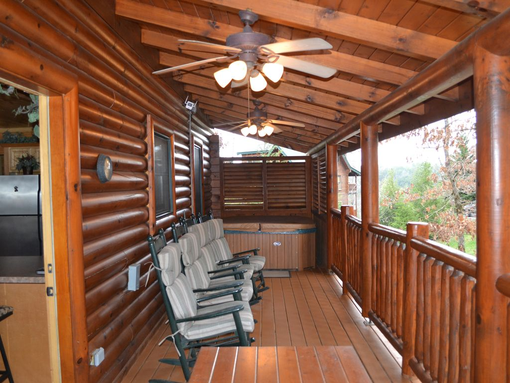 3 bedroom 2 bathroom cabin near pigeon forge pet friendly now reserving 2018 pigeon forge for 2 bedroom cabins in pigeon forge tn