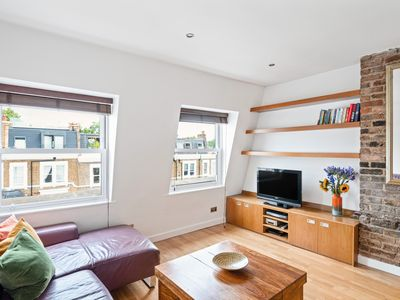 Photo for Amazing 1 Bed Apt, close to Kensington