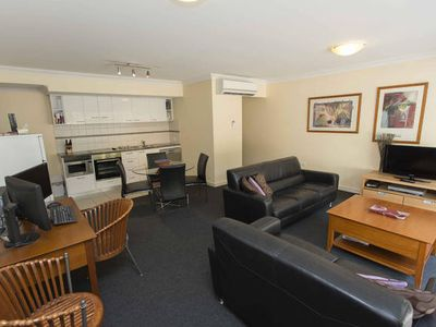 Photo for Mounts Bay Road Apartment right in the heart of PERTH CBD