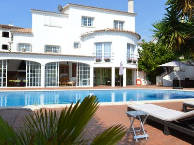 Photo for From 1 to 4 beautiful air-conditioned GUEST ROOMS, wifi, 400m from the beach