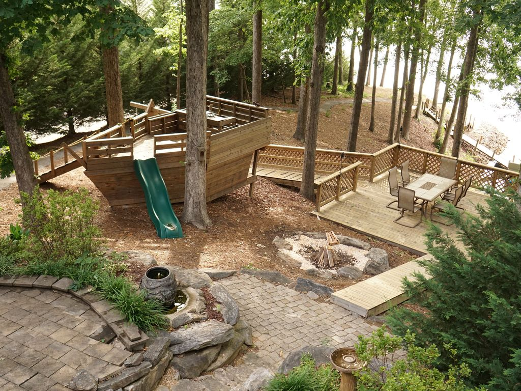 Awesome house on Lake Keowee! Great outdoor... - VRBO
