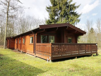 Photo for RED KITE LODGE, pet friendly in Kenwick Woods, Ref 977031