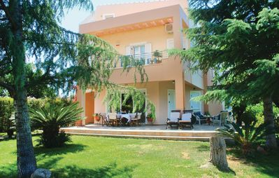 Photo for 4 bedroom accommodation in Tsaousi