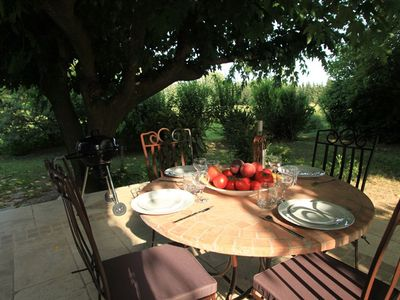 Photo for Holiday cottage in the countryside and in the quiet wooded area 10min Avignon