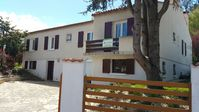 great villa for the 8 of us plenty of space. we can leave the car and walk to the beach. fantastic