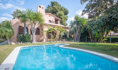 Photo for R84 Villa with pool, tennis and garden 1km from the beach