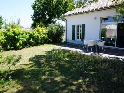 Photo for Villa La Couarde-sur-Mer, 4 bedrooms, 8 persons