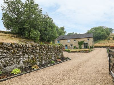 Photo for DALE VIEW FARM, pet friendly, with a garden in Winster, Ref 916808