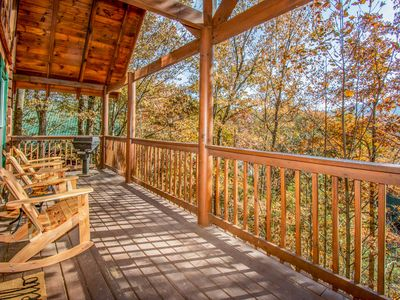 Photo for Beautiful Cabin in Pigeon Forge  near Dollywood & Smokies! Close to all!