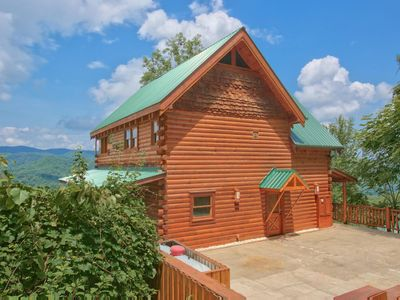Photo for Ideal cabin for couples w/hot tub, wrap-around deck, jetted tub, & free passes to local attracti