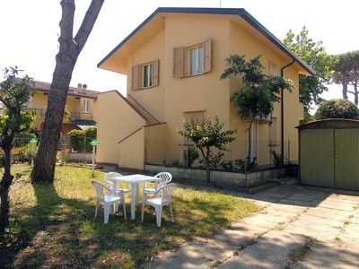 Photo for 1st floor villa with 3 bedrooms and large garden with parking near the sea