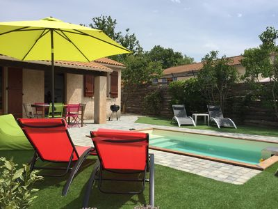Photo for Saint Maime: Small villa (50m2) with pool at the foot of the Luberon