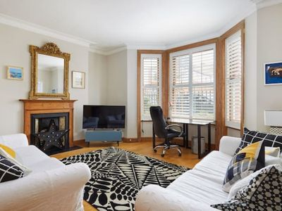 Photo for Superb Chiswick 3 bedroom apartment