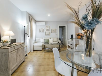 Photo for Apartment in the center of Seville just 5 minutes walk from the Cathedral.