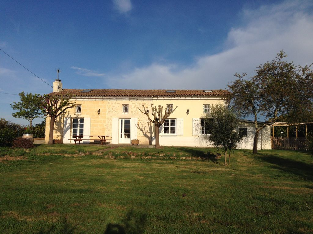Beautiful French Farm Cottage With Private Swimming Pool 9x4m